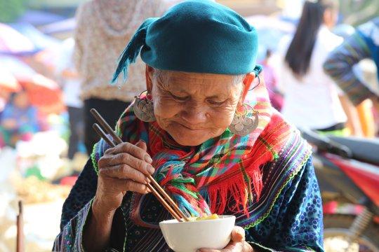 Vietnam-Bac-Ha-Markt-kleine-Stärkung