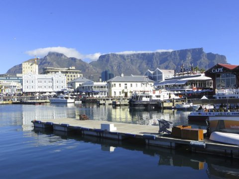 Suedafrika Kapstadt V and A Waterfront und Tafelberg_2
