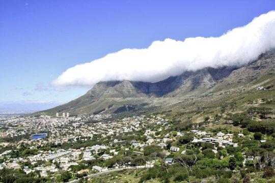 Kapstadt und Wolken Suedafrika