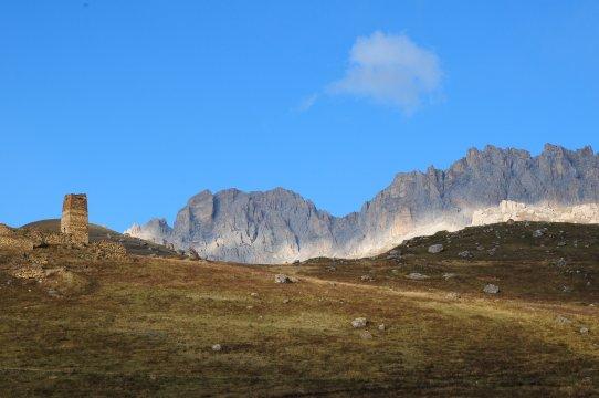Bergkette Rocky Chain und Wehrturm