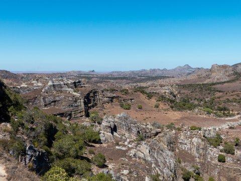 Madagaskar-Isalo-weites-Land