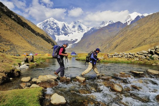 Trekker am Jahuacocha Huayhuash