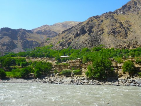 Szenerie auf der Fahrt entlang des Pandsch nach Khorog