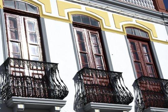Fensterfront in San Sebastián auf La Gomera