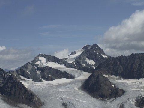 Im Vordergrund der Vernagtferner, im Hintergrund die Wildspitze (3770m).