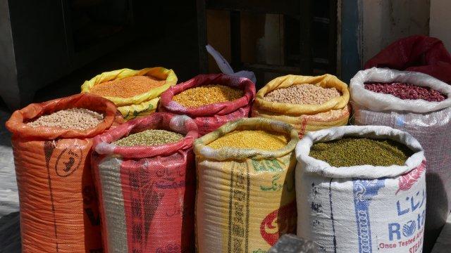 Waren auf dem Bazar in Islamabad