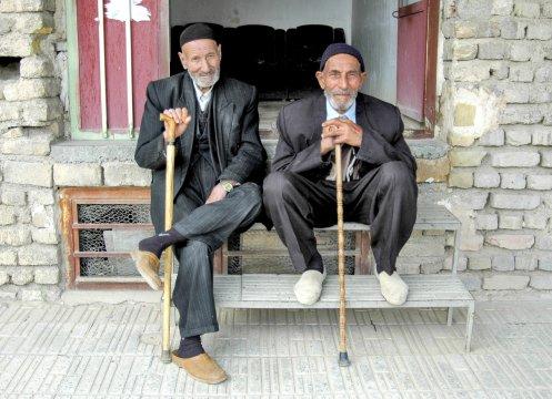 Zwei alte Maenner in Soltaniyeh