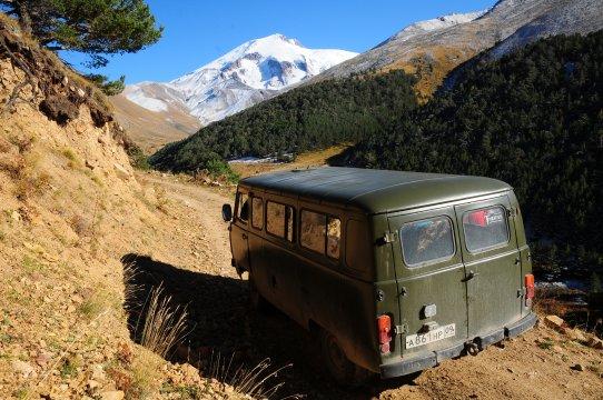 Anfahrt zur Westseite des Elbrus