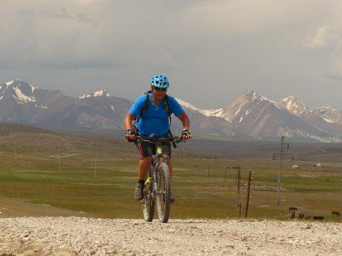 Kirgistan_MTB_Am_Fuße_des_Tian_Shan