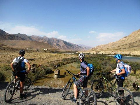 Kirgistan-MTB-Am-Kichi-Naryn-Fluss