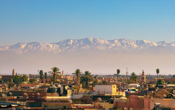 Marrakesch mit Aussicht zum Atlas Gebirge
