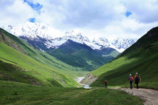 Wanderer nahe Uschguli in Swanetien