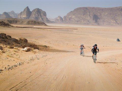 Mountainbiken im Wadi Rum Jordanien