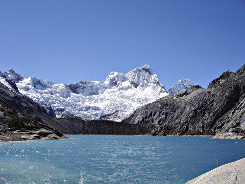 Blauer Bergsee auf Huarascaran