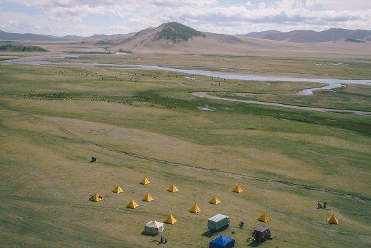 Camping vor dem Zorgol Khairkhan-Gebirge