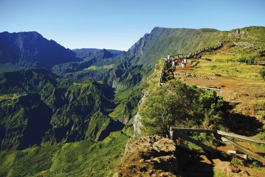 Wanderer am Aussichtspunkt Maido