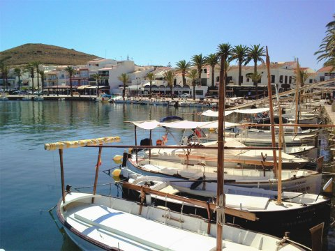 Hafen von Fornells