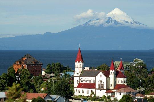Puerto_Varas_mit_Osorno_Chile_2