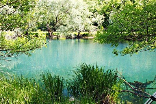 Farbenprächtiger Fluss Krupa
