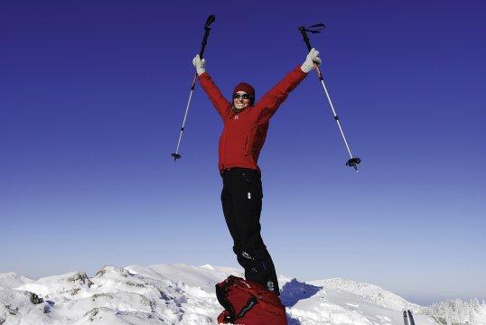 Skitour Gipfelglueck und blauer Himmel 2