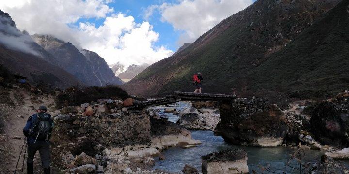 Brücke auf dem Snowman Trek