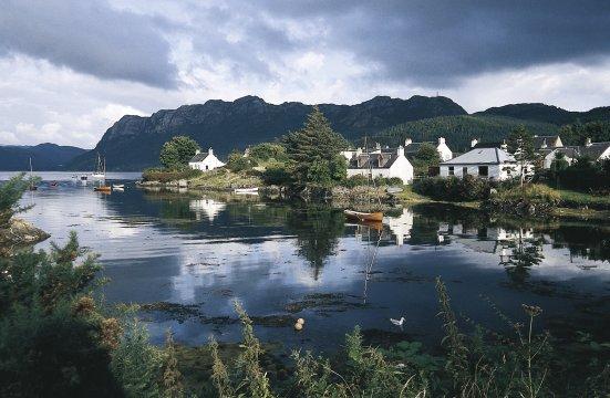Schottland - Kleine Stadt am Fluss 2