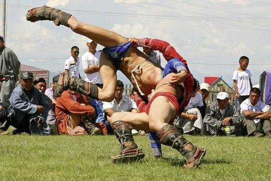 mongolischer Ringkampf beim Naadammongolischer Ringkampf beim Naadam Fest