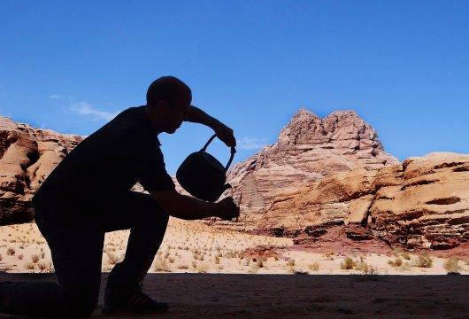 Teezeremonie beim Trekking in Jordanien