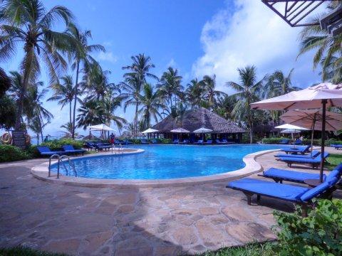 Tansania-Sansibar-Breezes-Pool