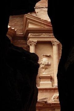 Felsenschlucht und Schatzhaus in Petra 2
