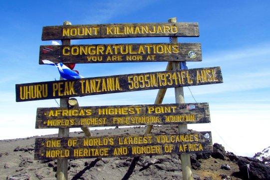 Uhuru Peak Gipfelschild