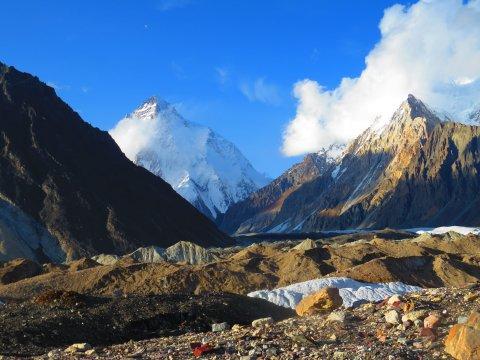 K2 und Flanke des Broad Peak von Concordia aus