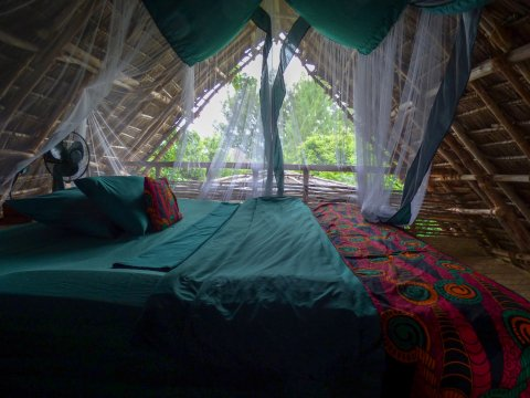 Tansania-Sansibar-Chumbe-Island-Schlafzimmer-inmitten-der-Natur