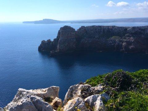 Klippen an der Küste Menorcas