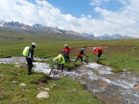 Kirgistan_MTB_Bachüberquerung