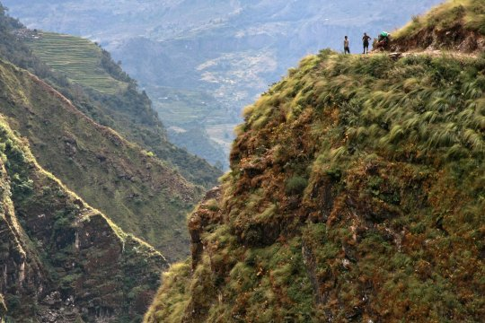 Dhaulagirirunde Traeger oberhalb Myagdi  Khola