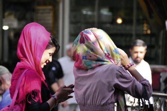 Moderne IranerinnenModerne Iranische Frauen_2