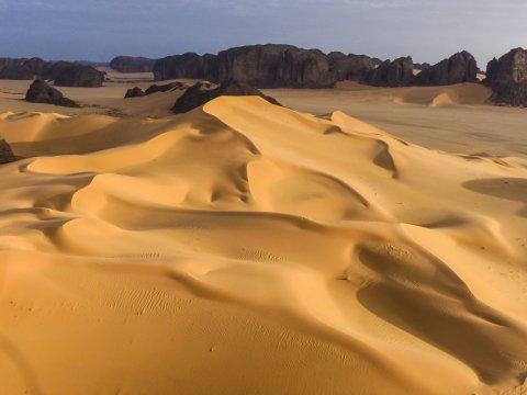 Aussicht von den Dünen des Erg Admer zum Tassili n´Ajjer