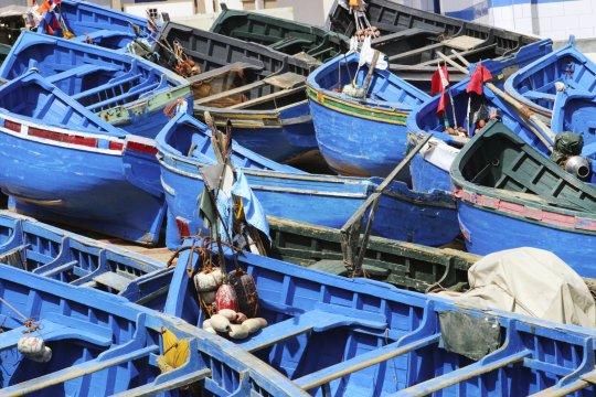 Fischerboote im Hafen Pointe Imessouane am Atlantik in Marokko