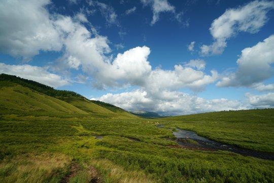 Hügellandschaft in der Mongolei