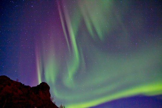 Polarlicht am isländischen Nachthimmel