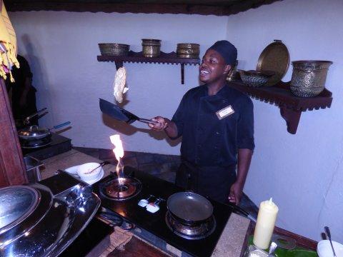 Tansania-Sansibar-Breezes-Frühstückszubereitung-Omelett