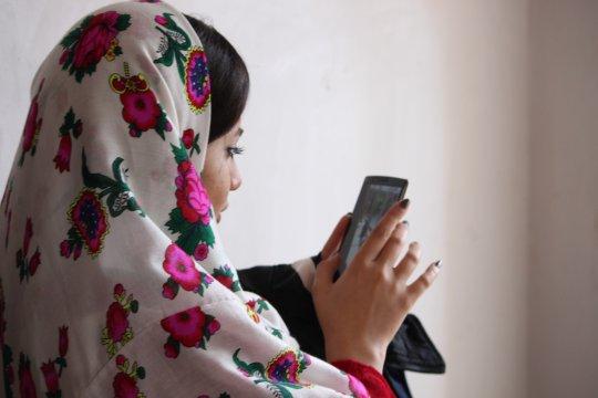 Junge Frau in Abyaneh