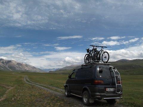 Kirgistan-MTB-Begleitfahrzeug