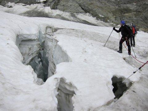 Aletschgletscher riesige Spalten