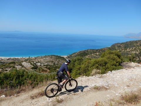 Albanien-MTB-Blick-auf-die-Albanische-Riviera