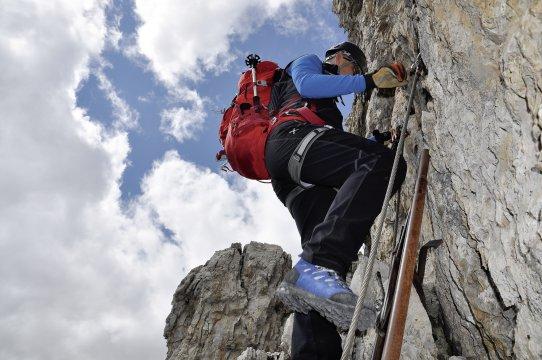 Klettersteigset Im Handgepäck : Klettersteige im felsenparadies brenta trekking klettersteig