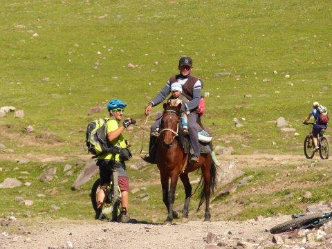 Kirgistan_MTB_Begegnung unterwegs