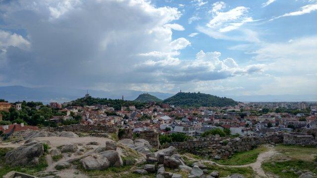 Bulgarien-Blick-auf-Plovdiv-vom-Nebet-Tepe-Hügel