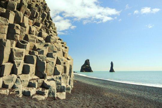 Basaltsäulen am Strand Reynisfjara